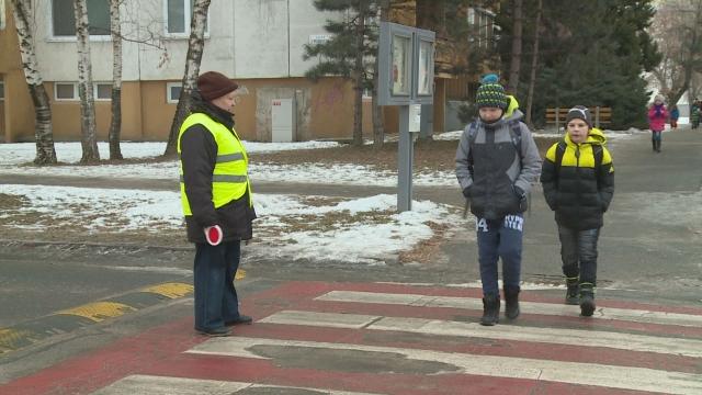 Priechody pre chodcov strážia už vyše 11 rokov seniori