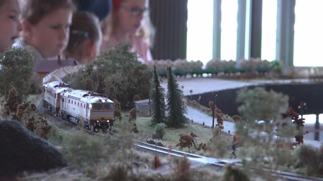 Zmestia sa vlaky do senického Domu kultúry?