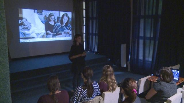 Film o bratislavských pôrodniciach sme si pozreli aj v Senici