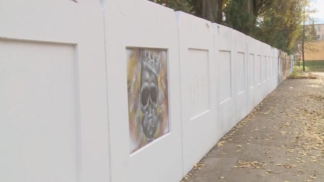 Galéria STENA na plote kúpaliska.