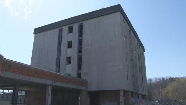 Z  budovy Šport hotela budú byty