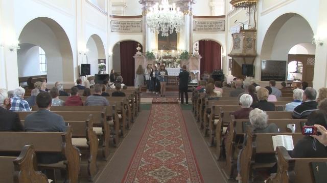 Deň matiek si pripomenuli veriaci v evanjelickom kostole