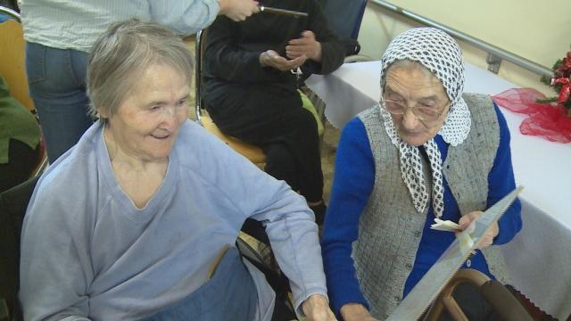 Dobrovoľníci potešili seniorov