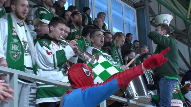 Fanklub Hokejového klubu Skalica nemôže chýbať na žiadnom zápase doma, ba ani na štadióne súpera