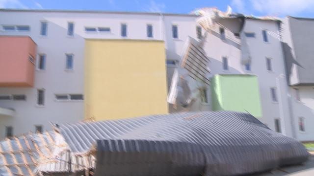 Víchrica v Senici trhala strechy